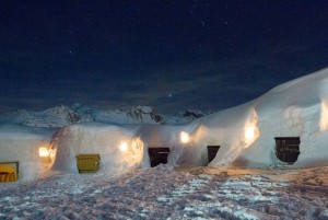 Village-igloo-de-nuit-La-Plagne